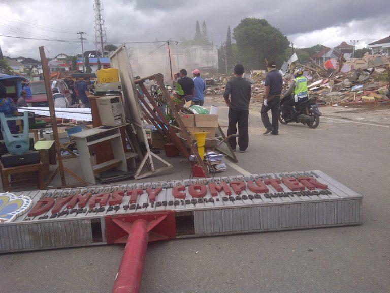 Excavator Akhiri Keberadaan Ratusan Penyewa Lahan Stasiun