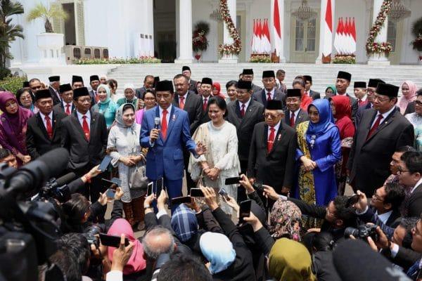 Presiden Jokowi usai sesi foto bersama kabinet, foto courtesy setnegri