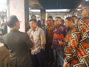 Wakil Presiden Jusuf Kalla meninjau kebakaran pasar Bukittinggi
