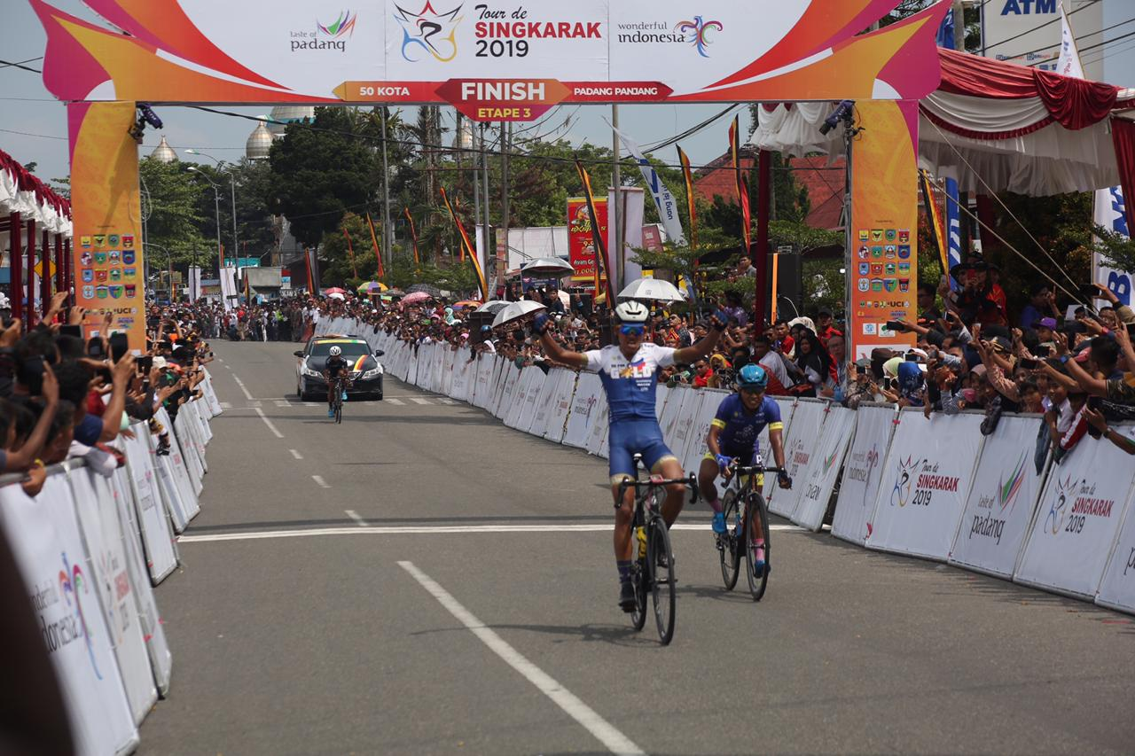 Grospe Ismael Jr Lintasi Garis Finish TdS 2019, foto. ist