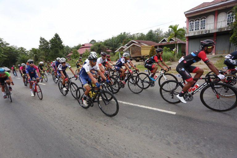 Tour de Singkarak 2019: Etape 'Ekstrem', Jarak Jauh dengan Kelok 44
