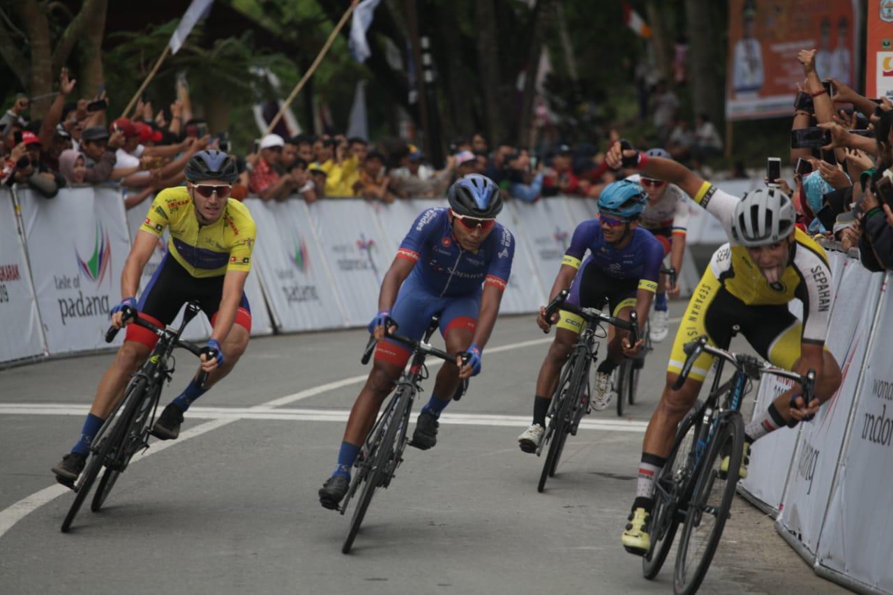 Tour De Singkarak etape Kayu Aro - Kerinci, foto. istimewa