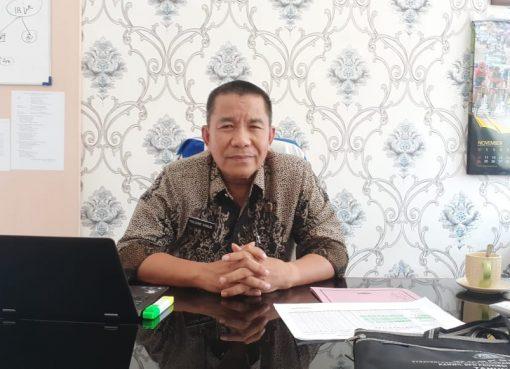 Kepala ATR/BPN Bukittinggi - Yulizar Yakub diruang kerjanya - FR/bakaba.co