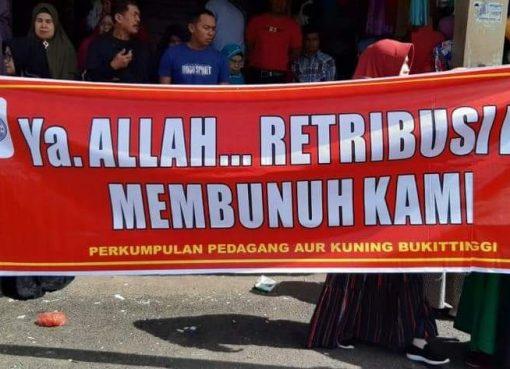 Spanduk Aksi Penolakan Penyegelan Toko - FR/bakaba.co