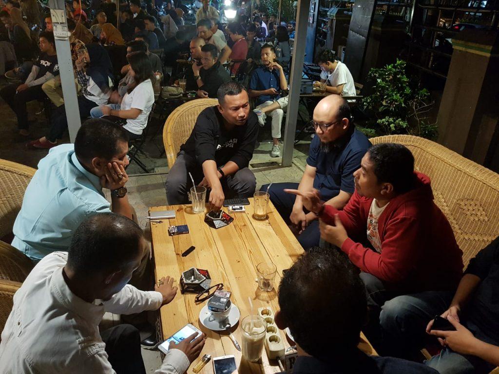 Suasana Diskusi Koalisi Masyarakat Sipil anti Korupsi Sumbar dengan Novel Baswedan - bakaba.co