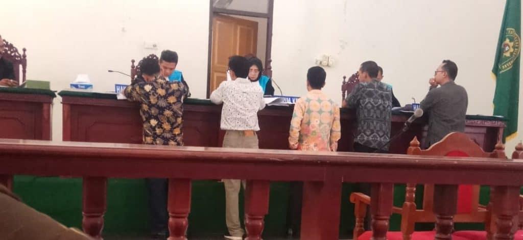 Hakim PTUN memeriksa gugatan pedagang - bakaba.co