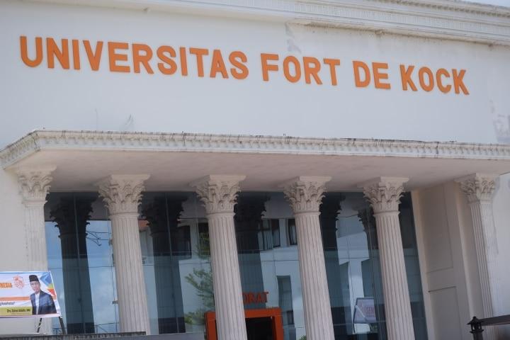 Gedung Rektorat Universitas Fort De Kock Bukittinggi - foto - R - bakaba.co