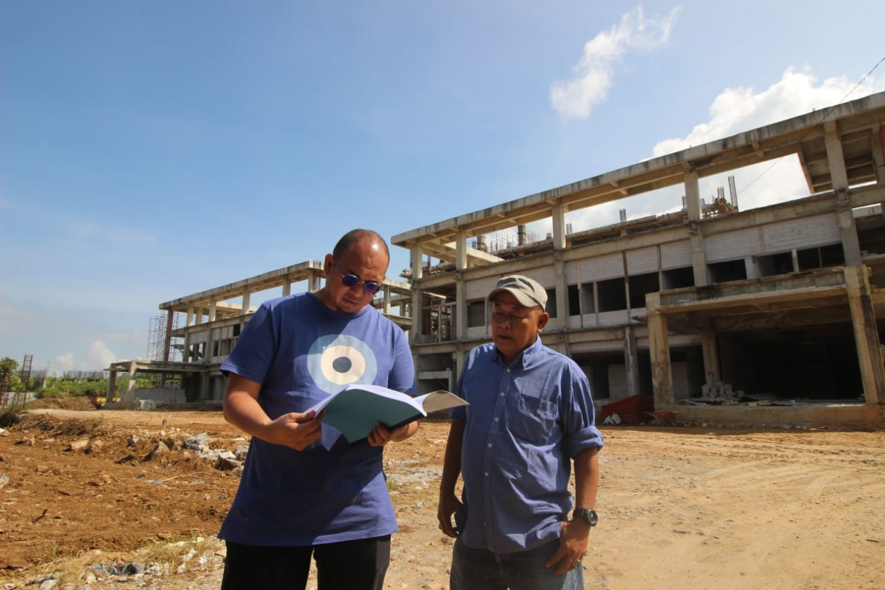 Andre Rosiade di lokasi Proyek RSUD Bukittinggi- foto Fadhly Reza