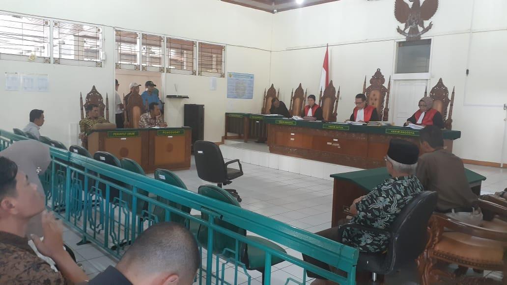 Suasana Sidang Putusan Gugatan Fort De Kock - foto Fadhly Reza