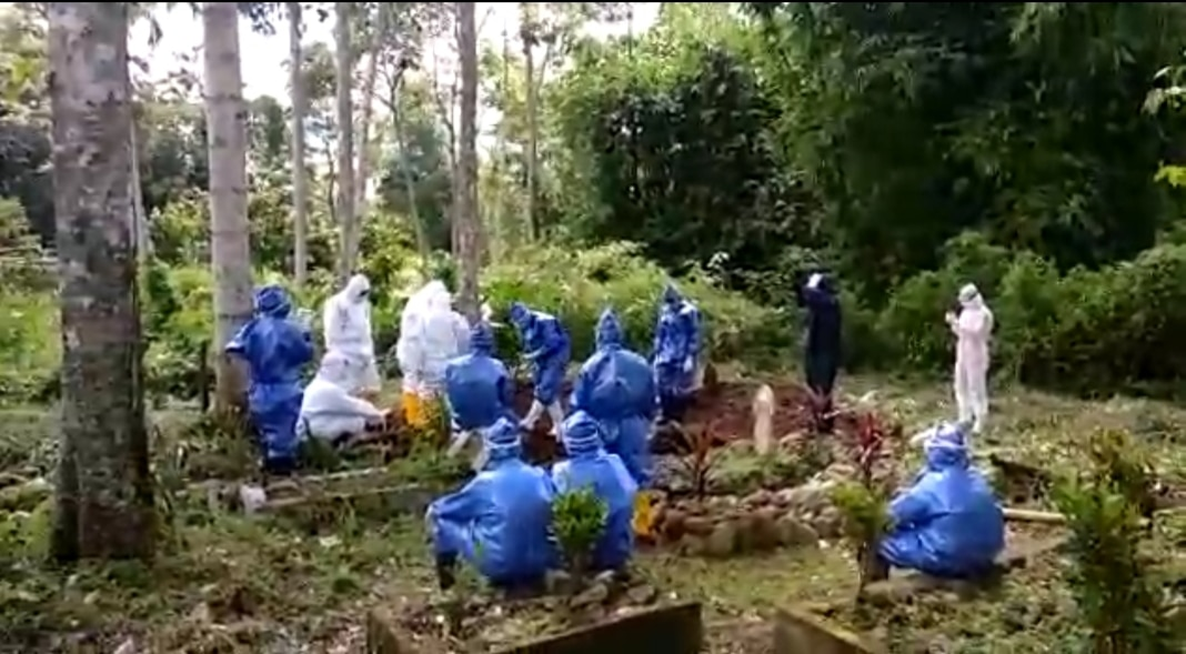 Suasana pemakaman Alm. Syafrizal Sutan Rajo Mudo foto doc. Istimewa