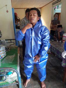 Ilman Syahmi, relawan dari Satgas Penanggulangan Covid-19 Nagari Lasi