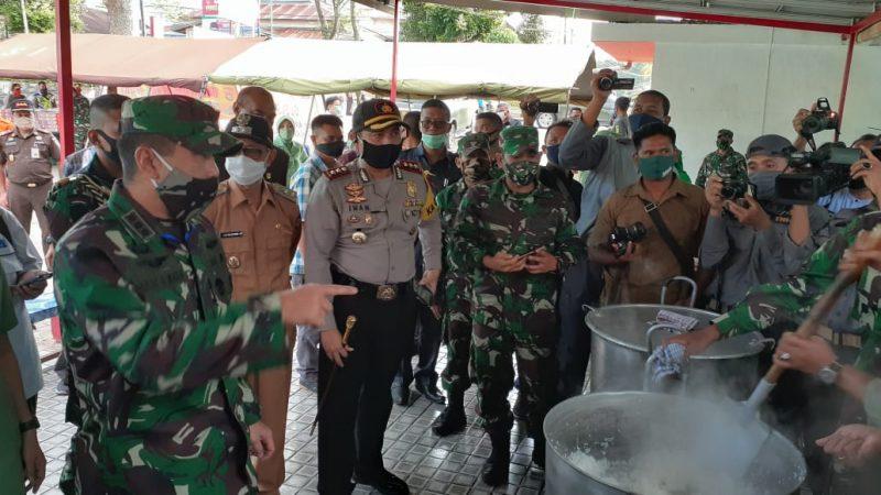 Danrem 032 Wirabraja Kolonel Inf. Arief Gajah Mada, SE, MM, meninjau 'Dapur Umum Forkompimda' Kota Bukittinggi