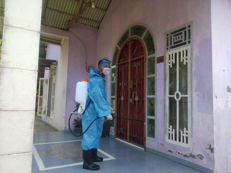 Giat penyemprotan disinfektan oleh relawan nagari, foto dokumen nagari