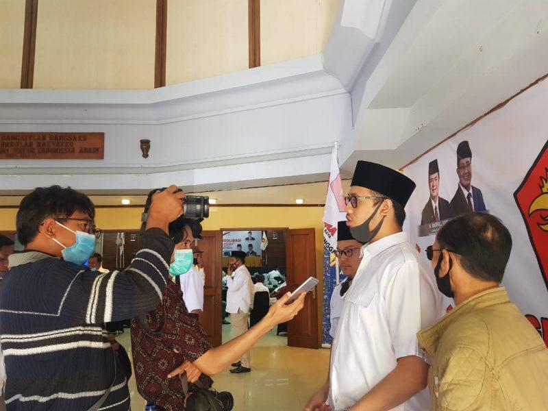 Erman Safar diwawancara wartawan, foto ist