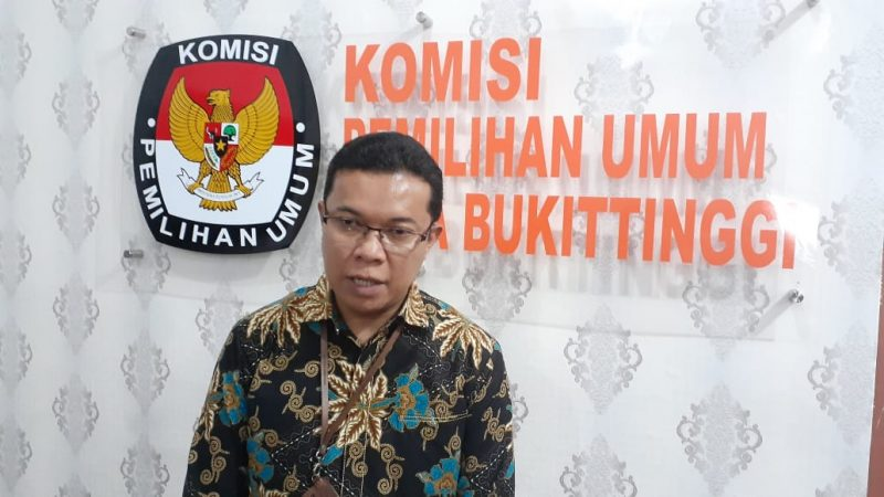 Peringatan - Heldo Aura Ketua KPU Bukittinggi foto Fadhly Reza