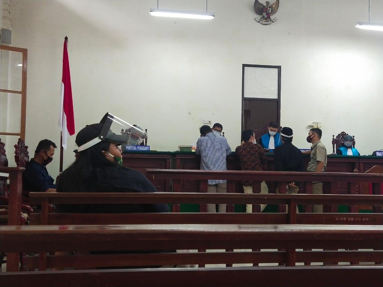 SK - Suasana sidang PTUN Padang, foto fr