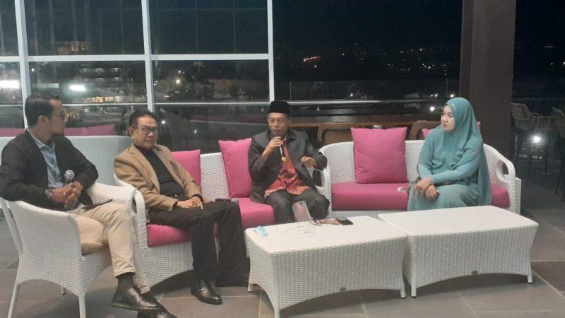 Irwandi, SH Dt Batujuah saat acara dialog di Hotel Santika Bukittinggi, foto fadhly reza
