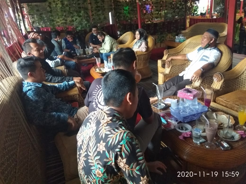 Niniak-mamak Agam Tuo - Suasana jumpa pers dengan kuasa hukum, foto fadhly reza