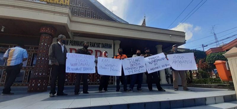 aksi solidaritas wartawan bukittinggi foto ist.