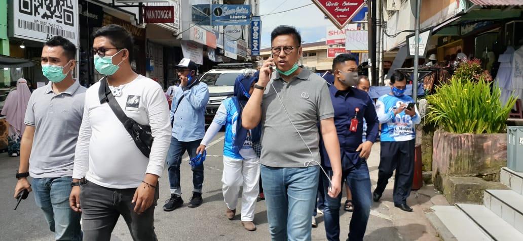 Mulyadi saat di Pasar Atas Bukittinggi foto Fadhly Reza