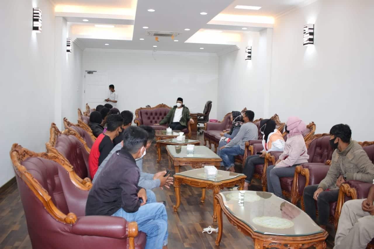 Kelompok PKL bertemu Erman Safar di Rumah Jabatan Walikota Bukittinggi, foto fadhly reza