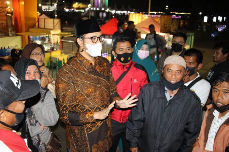 Walikota Bukittinggi Erman Safar saat turun ke lokasi Pedagang Kaki Lima Pasar Atas foto fadhly reza