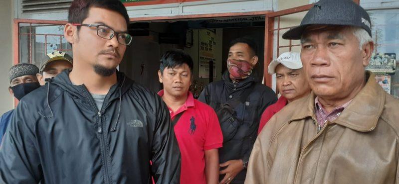 Keluarga dari Pelaku gantung diri foto fadhly reza