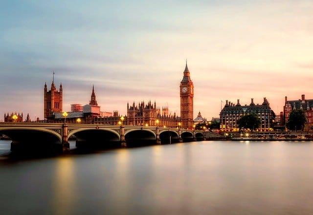 Inggris - Gambar oleh David Mark dari Pixabay